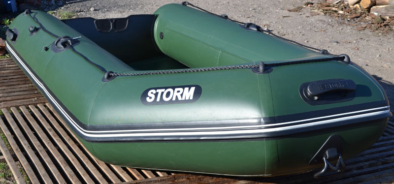 пвх лодка в шторм на море в океане